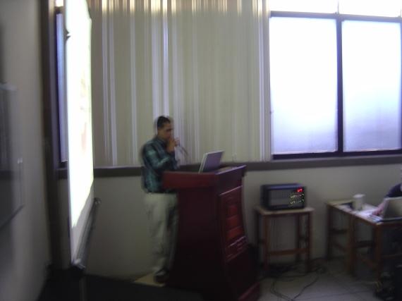 Profesor Julio Canelon en su ponencia